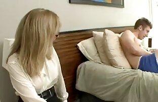 Redhead bertaruh film bokep tante gemuk untuk si kambing tua.