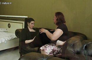 Gopnik ibu gendut bokep Rusia mendakwa Marina menyedot kokang di pintu masuk.