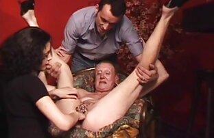 Kaki gadis Rusia bokep gendut xxx yang panjang di Taman berada di vagina.